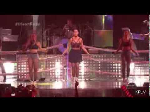 """¡""""Roar"""" y """"Dark Horse"""", interpretadas por Katy Perry en el iHeart Radio!"""