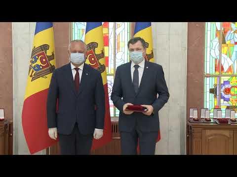 Igor Dodon a înmânat înalte distincții de stat unui grup de cetățeni ai Republicii Moldova
