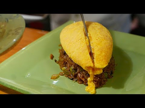 Japanese Chef cooks Omurice with little to no effort