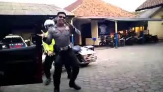 Video Polisi Sambalado Tarik Mank :D MP3, 3GP, MP4, WEBM, AVI, FLV Januari 2018