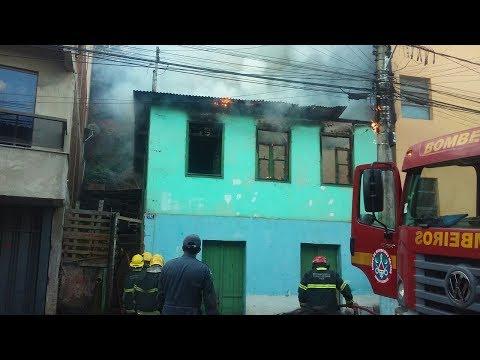 Incêndio consome casa em Manhuaçu; suspeita de ato criminoso