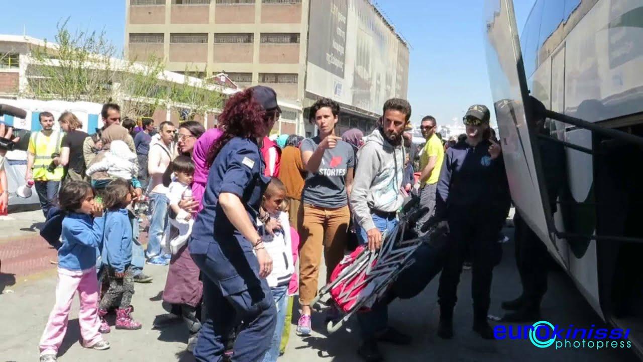 Αναχώρηση προσφύγων από το λιμάνι του Πειραιά