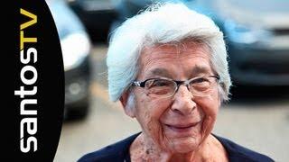 Dona Almira completa 100 anos agora em 2013, e dedicou todos esses anos para amar o Santos FC. Como presente de dia das...