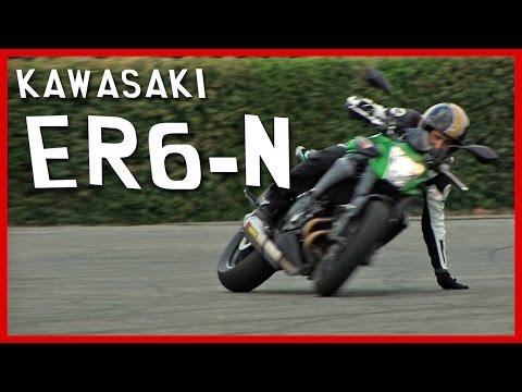 Essai Kawasaki ER6-n : La moto schizophrène (English Subtitles)