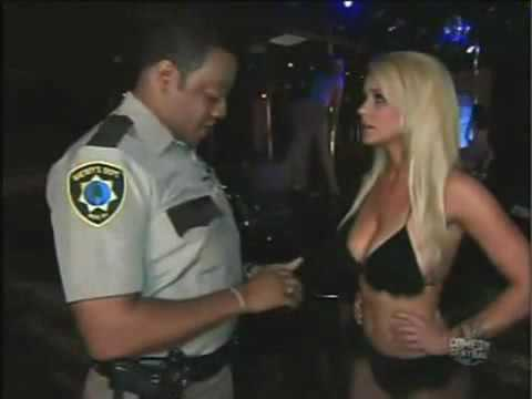 Carrie Keagan Gives A Lapdance