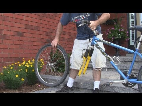 How To Remove The Front Wheel of a Bicycle (видео)