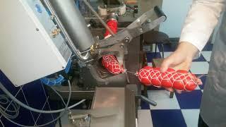 Видео: Колбаса в сетке, двухскрепочный клипсатор и шприц ИПКС-047М(Н).