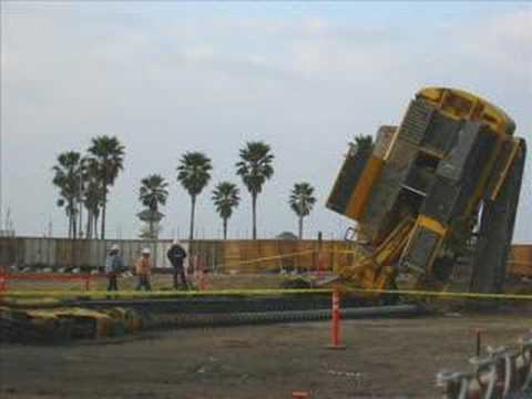 Drilling Rig Accident http://shakhammer.com/2009/02/crazy-drill-rig-accident.html