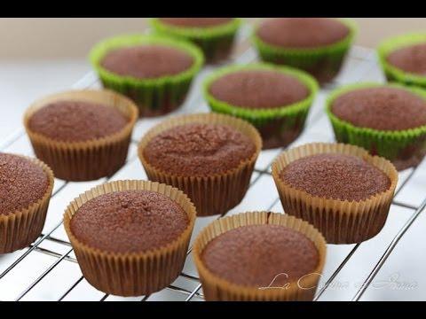 curso de chocolate - Los ingredientes para hacer 12 cupcakes son: 60 gr. de mantequilla sin sal, a temperatura ambiente. 150 gr. de azúcar blanquilla o tipo caster. 1 huevo L, a ...