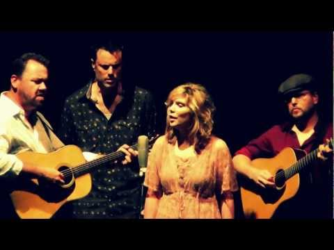 So finaly, i got to see Alison Krauss & Union Station live. I felt blessed! Watch some clips here. Just beautiful.
