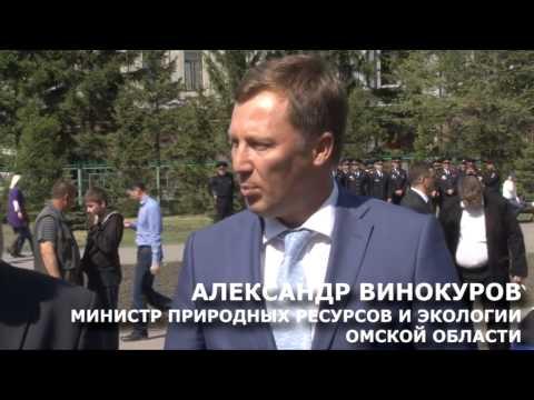В Омске полицейские украсили Первомайский сквер памятной еловой аллеей