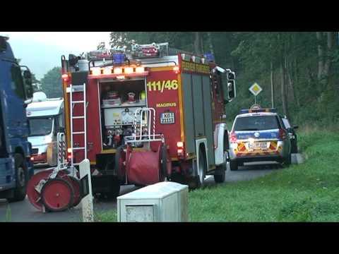 Auto beim Abbiegen von Lkw gerammt