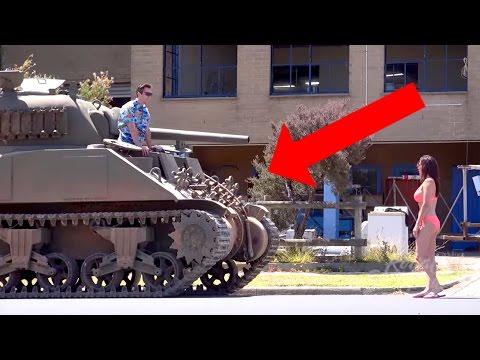 這男子搭訕正妹被拒「竟然開出坦克」,當拜金女態度大變他突然「開炮報復」狂到無極限了!