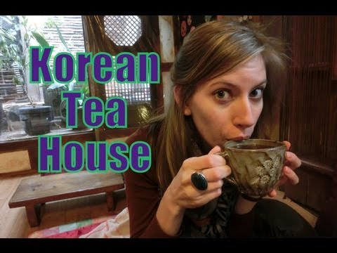 Visiting a traditional Korean Tea House in Insadong, Seoul, Korea
