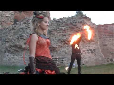 Pokaz mody Unicorn podczas fire show na Święcie ul. Przedzamcze