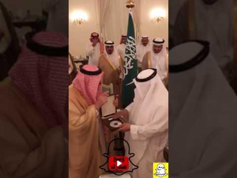 أمير القصيم يثني على مدير مطارها