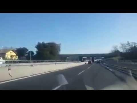 Ascoli-Mare: auto contromano per 15 km VIDEO