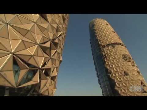 這兩棟看似沒什麼值得驚嘆的大樓,只要一被陽光照射到…酷斃了的裝置就會被啟動!