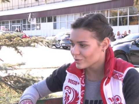 Аделина Сотникова раздавала автографы в Самаре