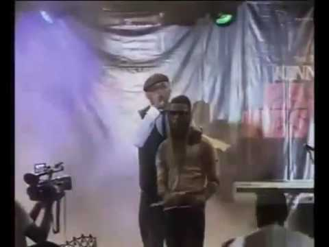 Bankyw introduce wizkid on stage