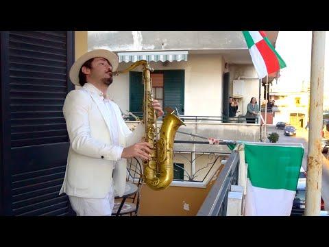 Saxofonista italiano dá um concerto muito especial