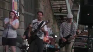 Video Gingerhead - Spojený nádoby (live)