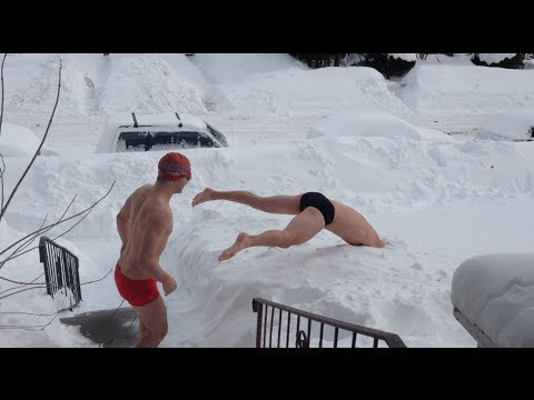 雪地上游泳