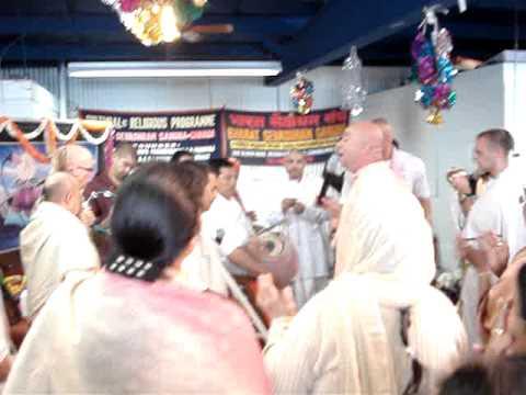 Video Bharat Sevashram Sangha Toronto - Ashtaprahar 2009 download in MP3, 3GP, MP4, WEBM, AVI, FLV January 2017