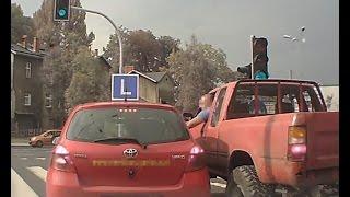 Gnojek w jeepie atakuje instruktora nauki jazdy – Bielsko Biała!