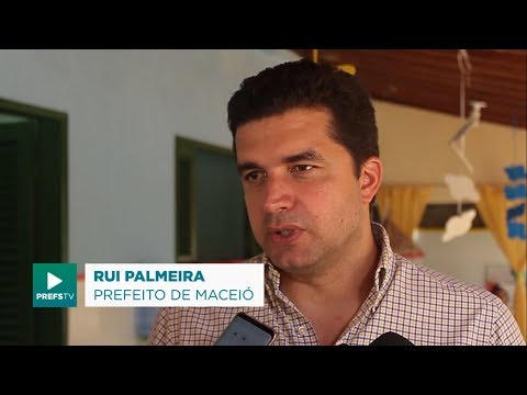 Prefeito Rui Palmeira visita CMEI em Riacho Doce