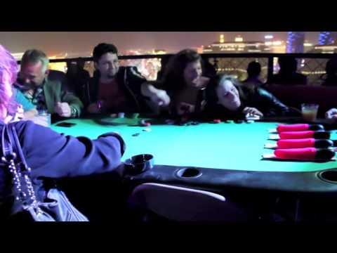 賭台上的按摩棒比賽,怎麼旁邊的女生賭這個特別High?
