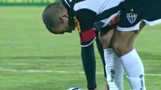 Pela oitava rodada do Campeonato Brasileiro, em seu retorno pós Copa do Mundo, o Atlético Mineiro venceu o seu xará goianiense por 3 x 2, no estádio Arena ...