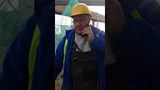 Facet na budowie ostro ciśnie z natrętną windykatorką