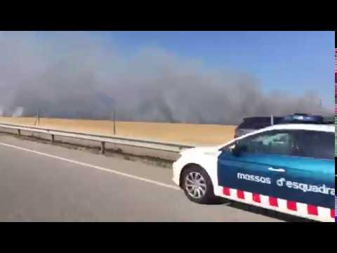 Incendi al marge de la C-17 a Balenyà