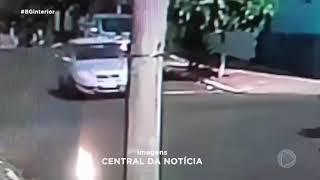 Câmera flagram acidente entre carro e moto em Jaú