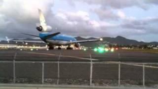 Video St. Maarten Airplane MD 11 Takeoff MP3, 3GP, MP4, WEBM, AVI, FLV Juni 2018