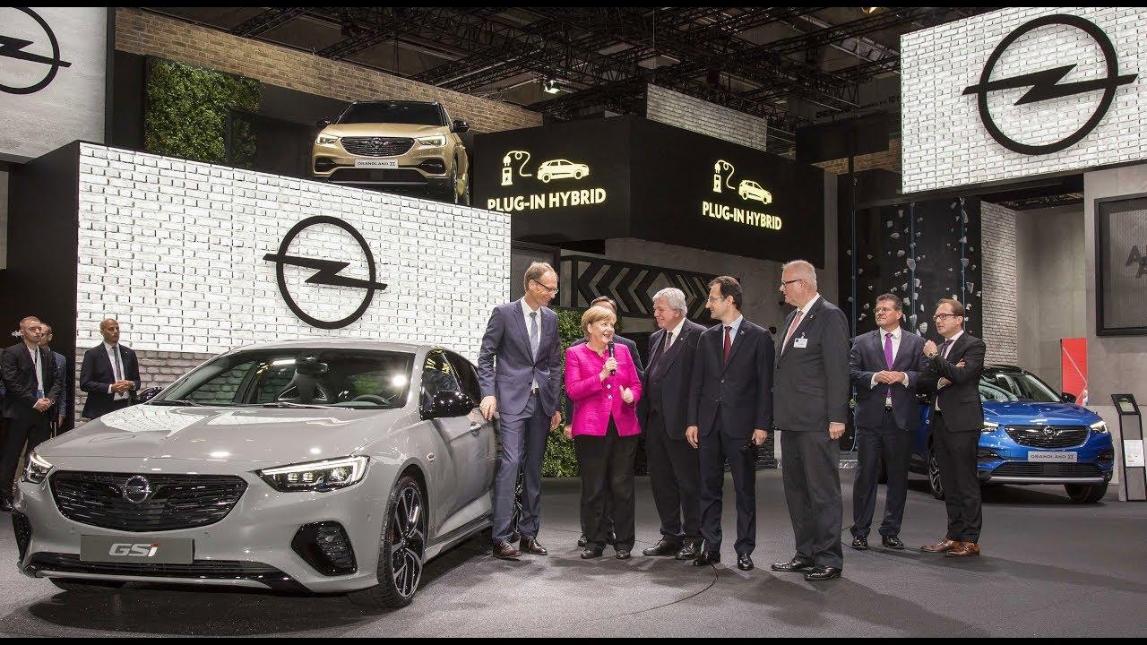 IAA 2017 | Bundeskanzlerin Angela Merkel zu Besuch bei Opel