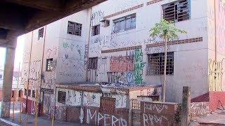Abandonado há seis anos, prédio do INSS vira ponto de tráfico de drogas em Bauru