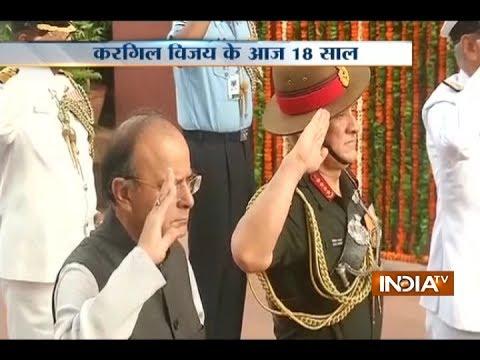 Defence Minister Arun Jaitley pays tribute to martyrs of Kargil War at Amar Jawan Jyoti