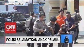 Download Video Aksi Heroik Polisi Selamatkan Anak Pelaku Ledakan MP3 3GP MP4