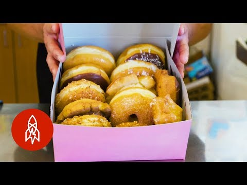 The Reason Why Your Doughnut Box is Pink (видео)