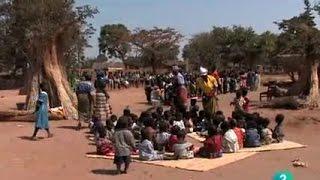 La vida en Malawi - RTVE Malawi es uno de los países menos desarrollados y más densamente poblados del mundo. Con una...