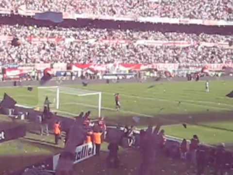 Video - Inundacion de papelitos Salida River 2do tiempo 25 /10 /09 - Los Borrachos del Tablón - River Plate - Argentina
