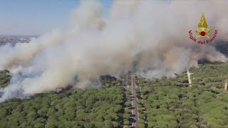Wildfires continue to rage across central and southern Italy. Report by Jessica Wakefield.