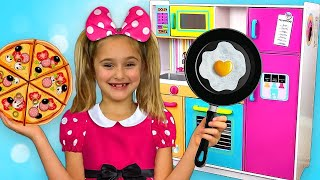 Video Sasha go to Minnie and Mickey Mouse party and Cooking with toy Kitchen play set MP3, 3GP, MP4, WEBM, AVI, FLV Juni 2019