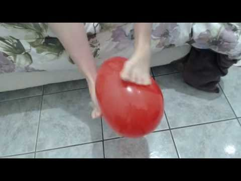 Looner girl playing with red balloon (feetplay) (видео)