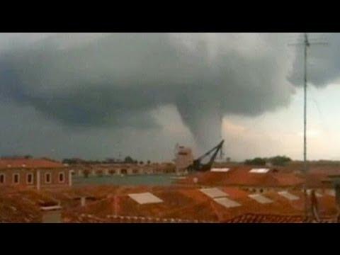 مدينة البندقية تحت الإعصار - فيديو
