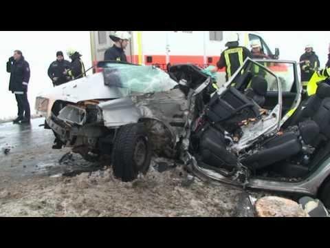 Wellen: Autofahrer schwer verletzt