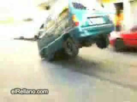 Caballito con una furgoneta