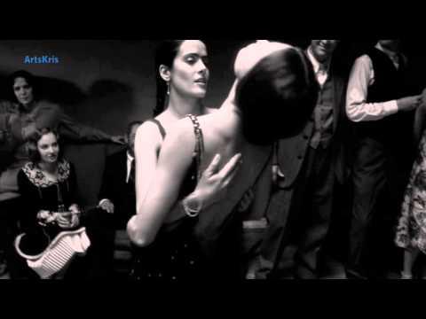 La chanson , la musique et la voix finement érotique et sensuelle de Paolo Conte sont superbes...